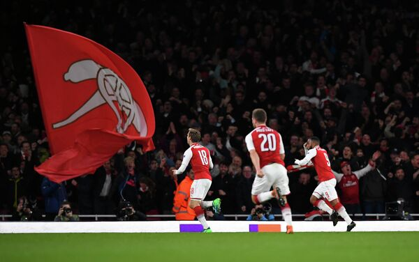 Футболисты Арсенала радуются голу