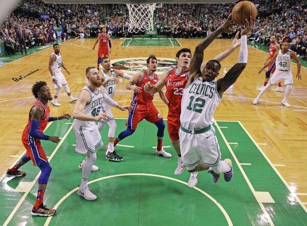 Игровой момент матча НБА Бостон Селтикс - Филадельфия Севенти Сиксерс