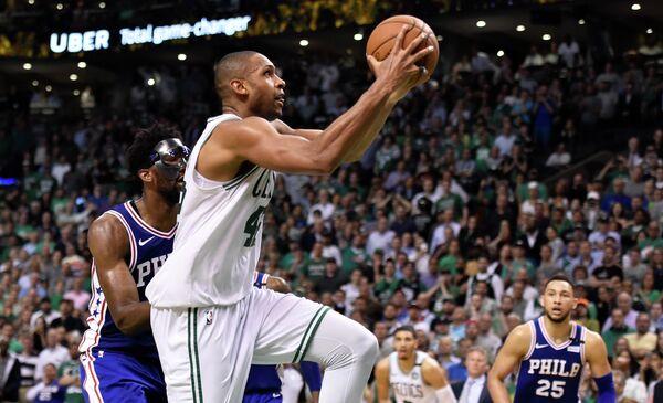 Центровой клуба НБА Бостон Селтикс Эл Хорфорд