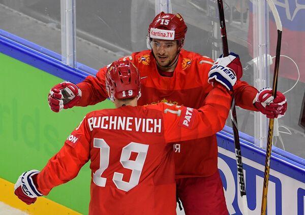 Хоккеисты сборной России Павел Бучневич и Артём Анисимов (слева направо)