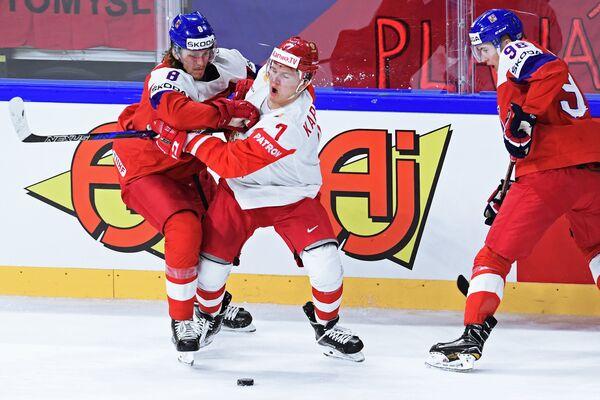 Защитник сборной Чехии Либор Шулак и форвард сборной России Кирилл Капризов (слева направо)