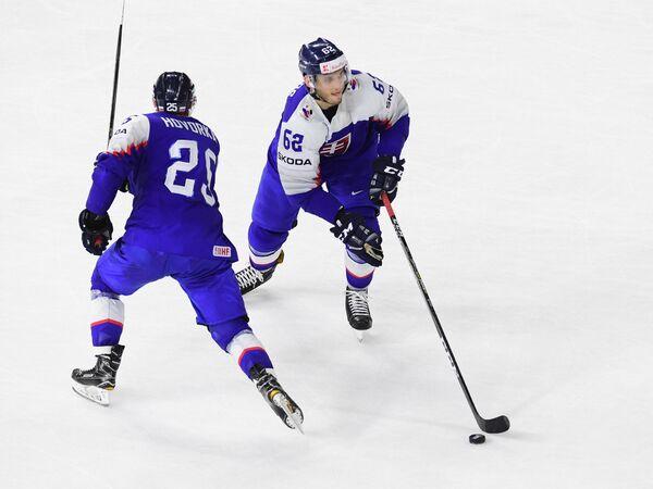 Хоккеисты сборной Словакии Марек Говорка и Кристиан Ярош (слева направо)