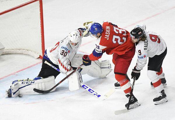 Игровой момент матча группового этапа чемпионата мира Чехия - Австрия
