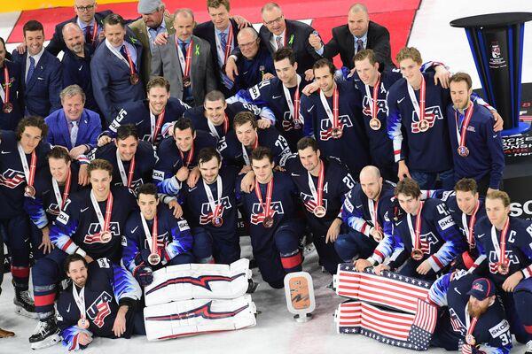 Хоккеисты и тренерский штаб сборной США