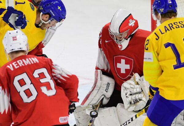 Игровой момент матча Швеция - Швейцария