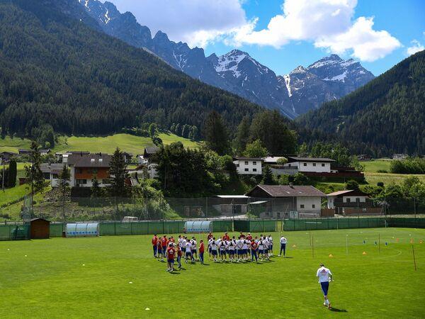 Тренировка сборной России по футболу в Австрии