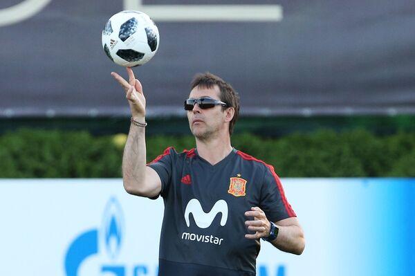 Главный тренер сборной Испании Хулен Лопетеги во время тренировки в Краснодаре