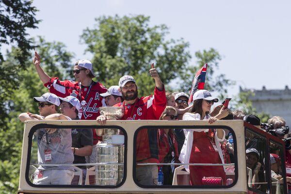 Парад в честь победы клуба НХЛ Вашингтон в Кубке Стэнли