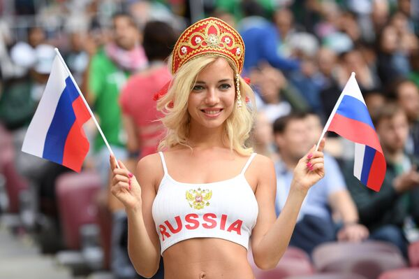 Болельщица сборной России перед матчем группового этапа чемпионата мира по футболу между сборными России и Саудовской Аравии.
