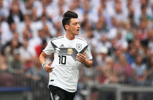 Полузащитник сборной Германии Месут Озиль
