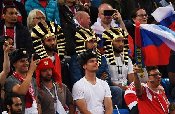 Болельщики во время матча между сборными России и Египта
