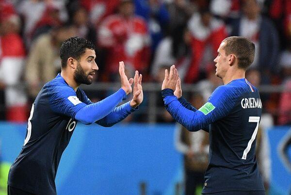 Футболисты сборной Франции Набиль Фекир и Антуан Гризманн (слева направо)