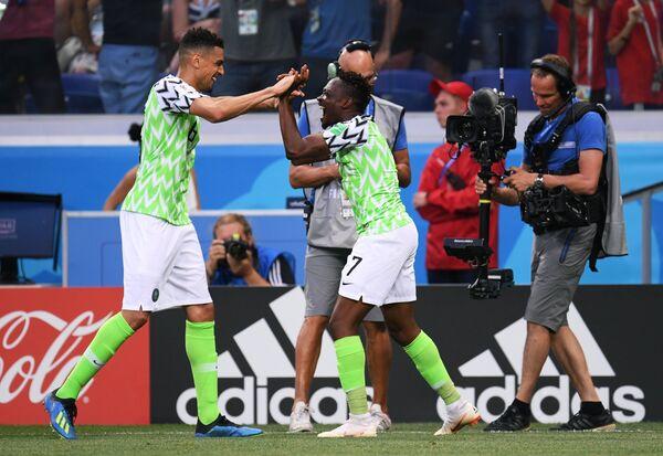 Футболисты сборной Нигерии Леон Балогун и Ахмед Муса (Слева направо)