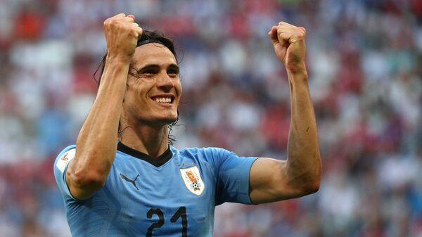 Форвард сборной Уругвая Эдинсон Кавани радуется забитому голу