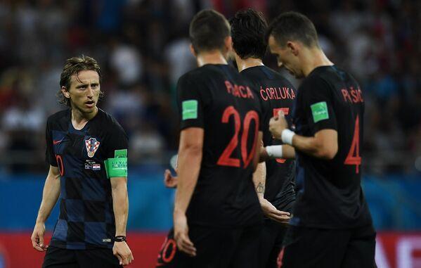Футболисты сборной Хорватии. Слева - Лука Модрич