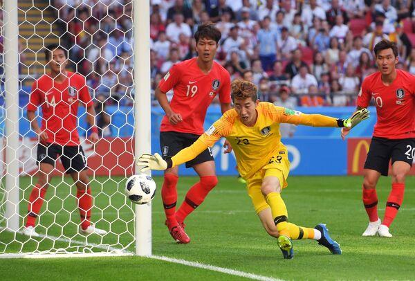 Вратарь корейской сборной Чо Хён У