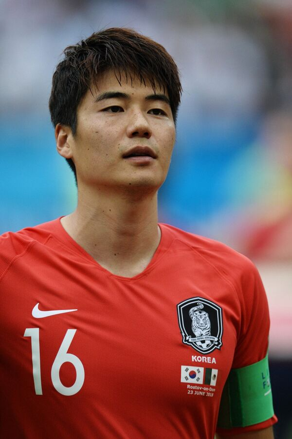 Капитан сборной Кореи по футболу Ки Сон Ён