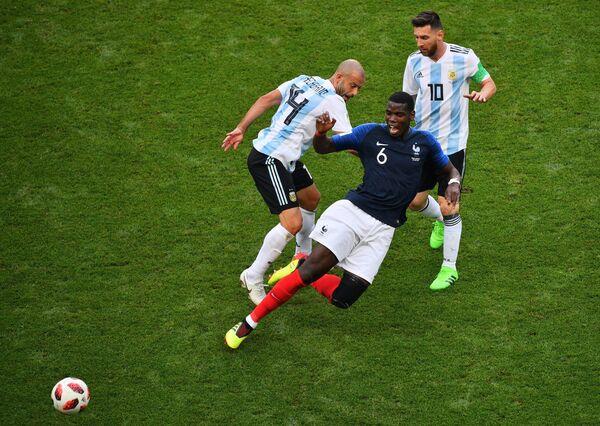 Аргентинский защитник Хавьер Маскерано, французский полузащитник Поль Погба и аргентинский форвард Лионель Месси (Слева направо)
