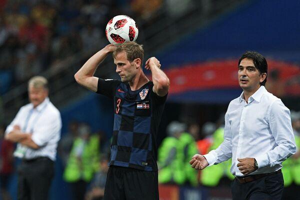 Хорватский защитник Иван Стринич главный тренер сборной Хорватии Златко Далич (Слева направо)