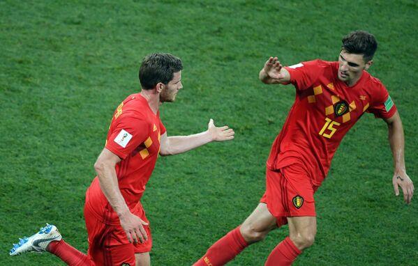 Футболисты сборной Бельгии Ян Вертонген и Тома Мёнье (слева направо)