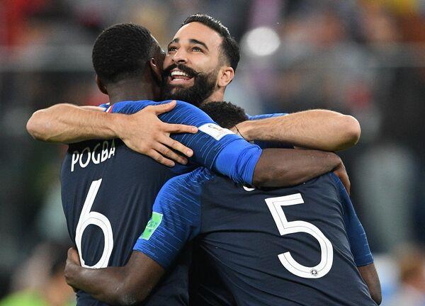 Футболисты сборной Франции Поль Погба, Адиль Рами и Самюэль Умтити (слева направо)