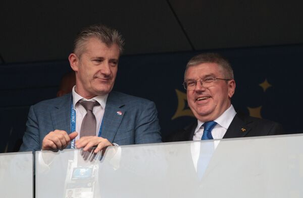 Давор Шукер (слева) и президент Международного олимпийского комитета Томас Бах