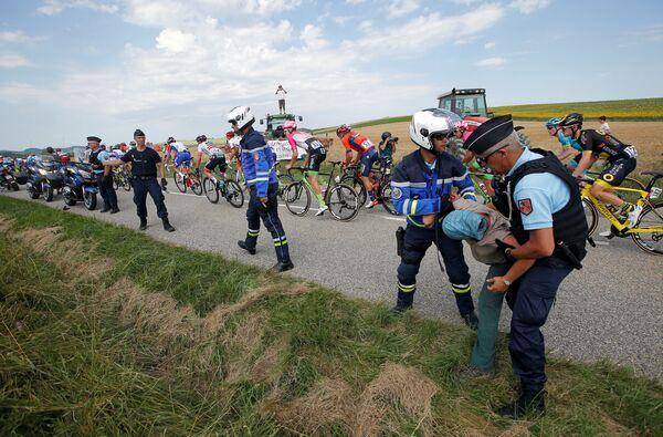 Прерыванный этап Тур де Франс, во время которого был применен слезоточивый газ