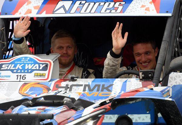 Экипаж команды SNAG Racing пилот Сергей Карякин и штурман Антон Власюк (справа налево)