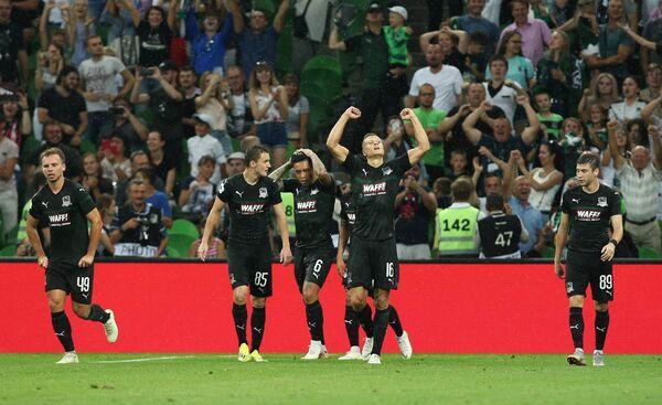 Игроки Краснодара радуются забитому голу
