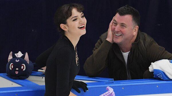 Евгения Медведева и тренер Брайан Орсер
