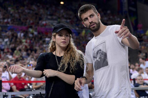 Колумбийская певица Шакира и испанский футболист Жерар Пике. 2014 год