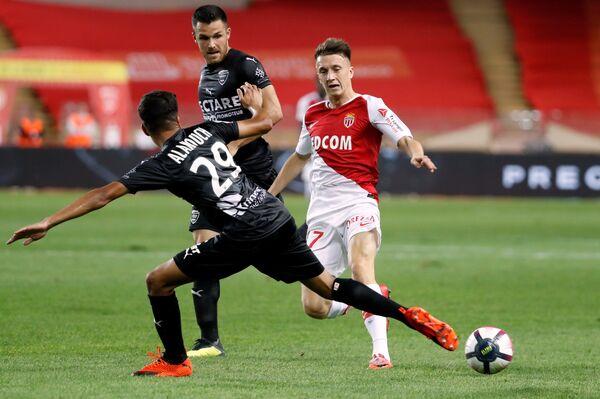 Хавбек Монако Александр Головин (справа) в матче против Нима