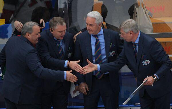 Тренерский штаб Ак Барса во главе с Зинэтулой Билялетдиновым радуется победе