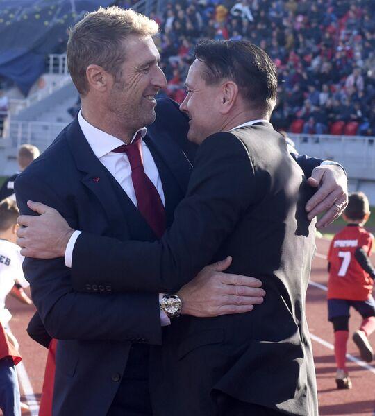 Главный тренер Спартака Массимо Каррера (слева) и главный тренер Енисея Дмитрий Аленичев