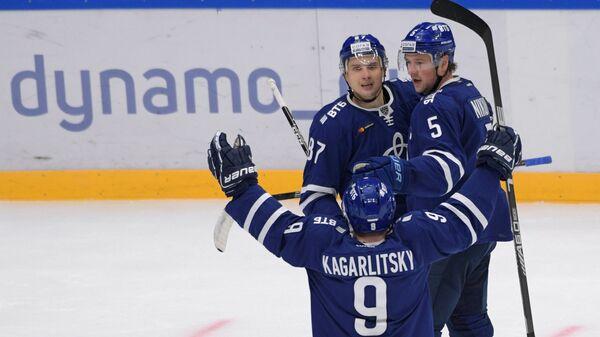 Хоккеисты Динамо Дмитрий Кагарлицкий, Вадим Шипачёв и Илья Никулин (слева направо)