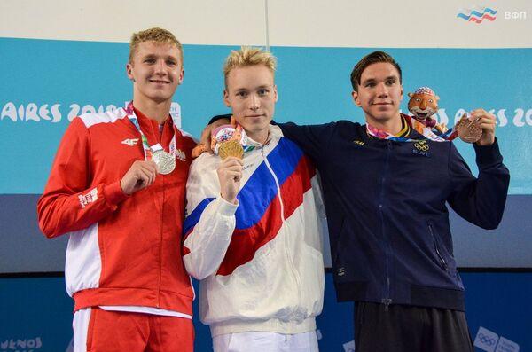 Андрей Минаков (в центре)