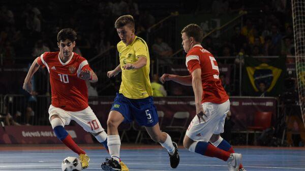 Финал турнира по мини-футболу на юношеских Олимпийских играх в Буэнос-Айресе между сборными России и Бразилии