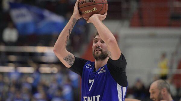Игрок Зенита Сергей Карасёв