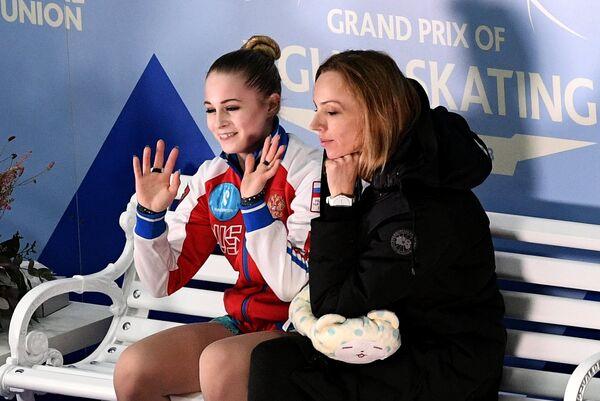 Дарья Паненкова (слева)