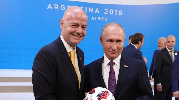 Джанни Инфантино (слева) и Владимир Путин (справа)