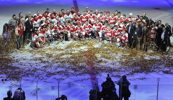Участники матча ветеранов хоккея