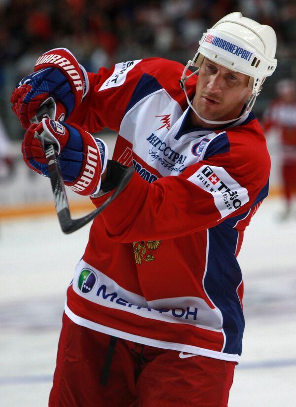 Хоккеист Алексей Ковалев