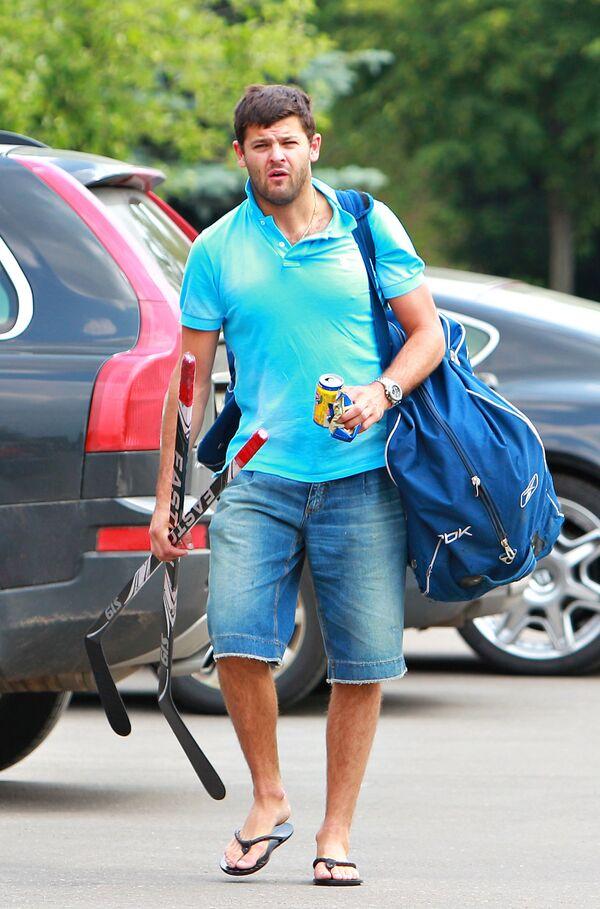 Хоккеист Александр Радулов перед тренировкой на учебно-тренировочной базе Новогорск