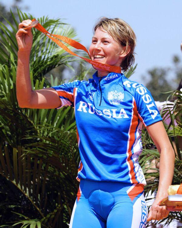 Россиянка Ирина Калентьева завоевала бронзовую медаль в олимпийских соревнованиях по маунтинбайку на Олимпиаде в Пекине.