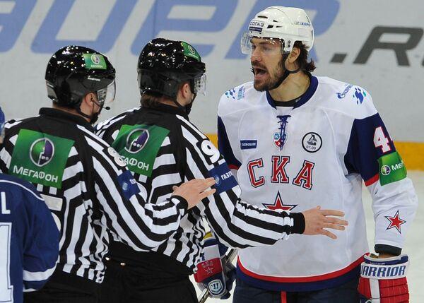 Евгений Артюхин (справа)