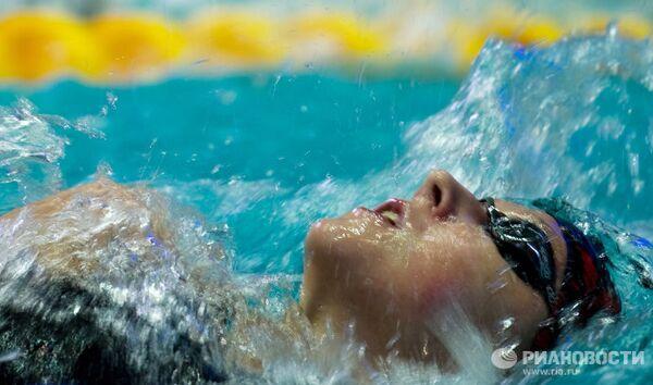 Мария Громова на дистанции 100 метров на спине среди женщин на чемпионате России по плаванию в Москве