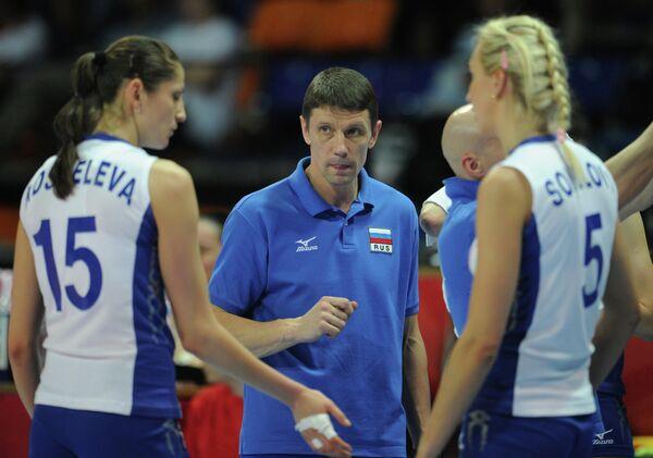 Сергей Овчинников (в центре)