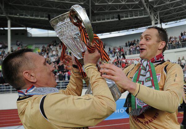 Сергей Рыжиков (справа)