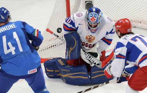 Михаил Бирюков (в центре)