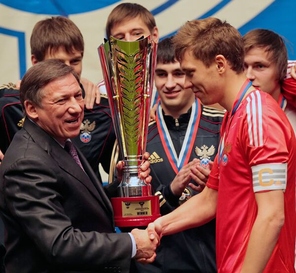 Юрий Авдеев и Никита Чичерин (слева направо на первом плане)